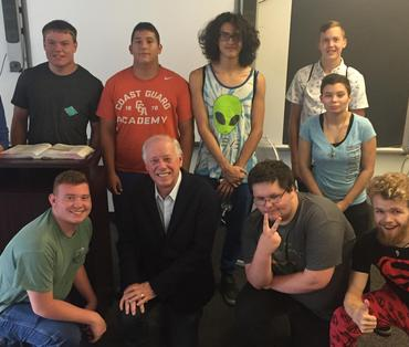 Gov. Bredesen, with senior students
