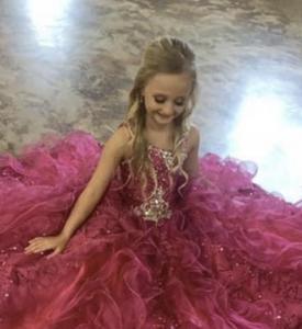 Beauty Revue Contestant (Girl)