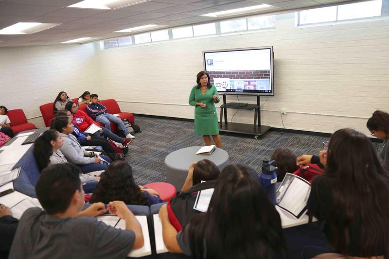 Ganesha High School students had an opportunity to ask questions for Congresswoman Torres during her visit at the Ganesha Library #PUSD #Proud2bepusd #GaneshaGIANTS