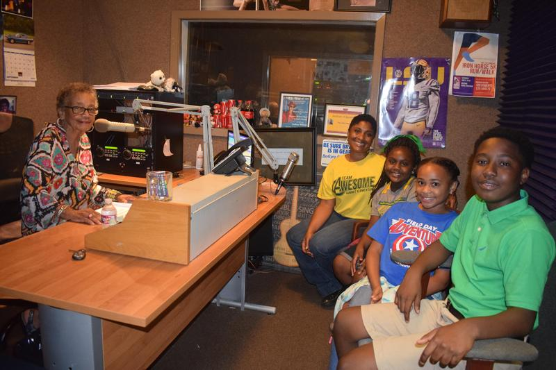 Summit Elementary Principal and three scholars went live on the Fern Crossley Show!