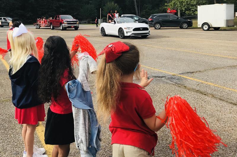 Northeast Elementary: NEHS Homecoming Parade Photo