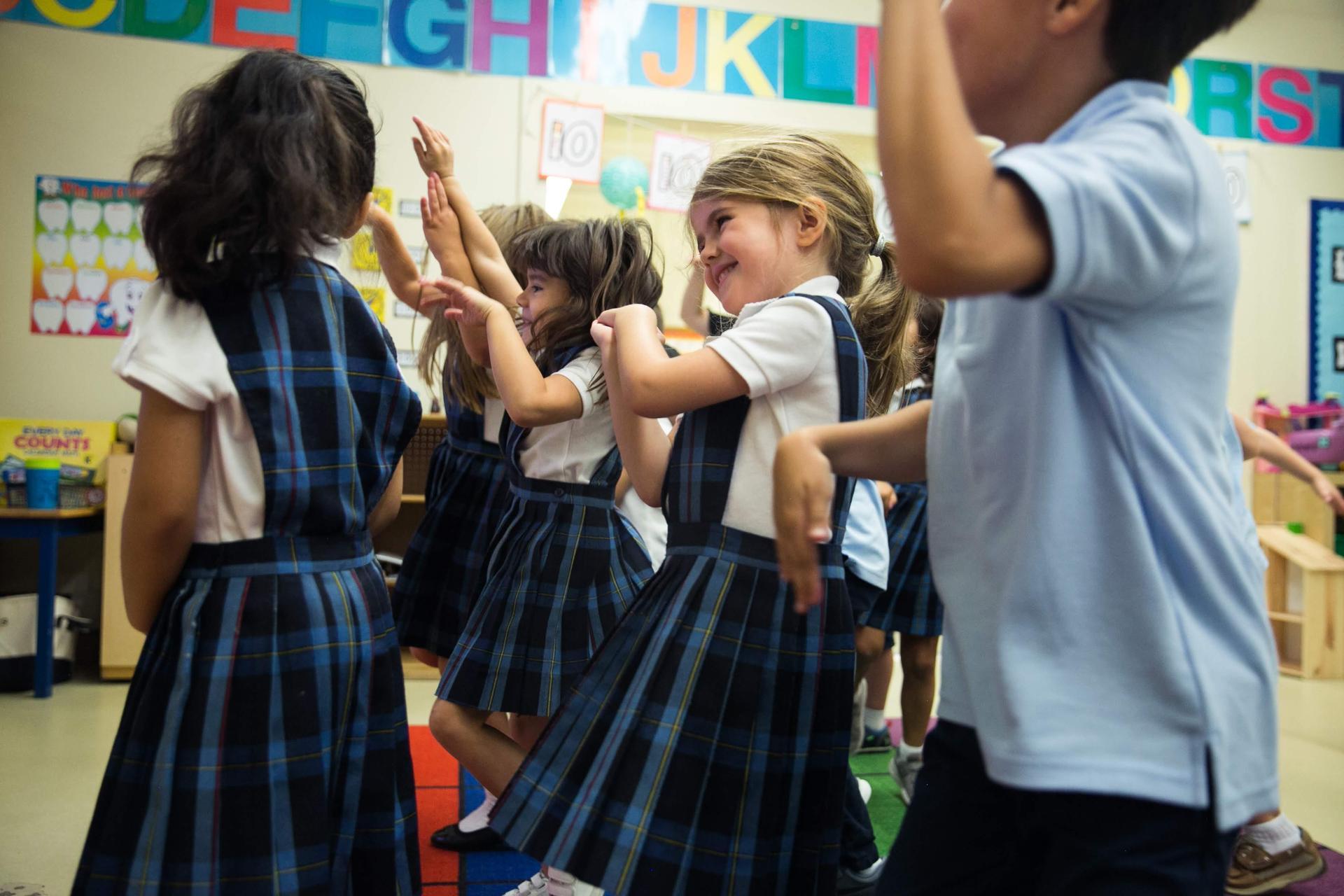 kindergarteners dancing