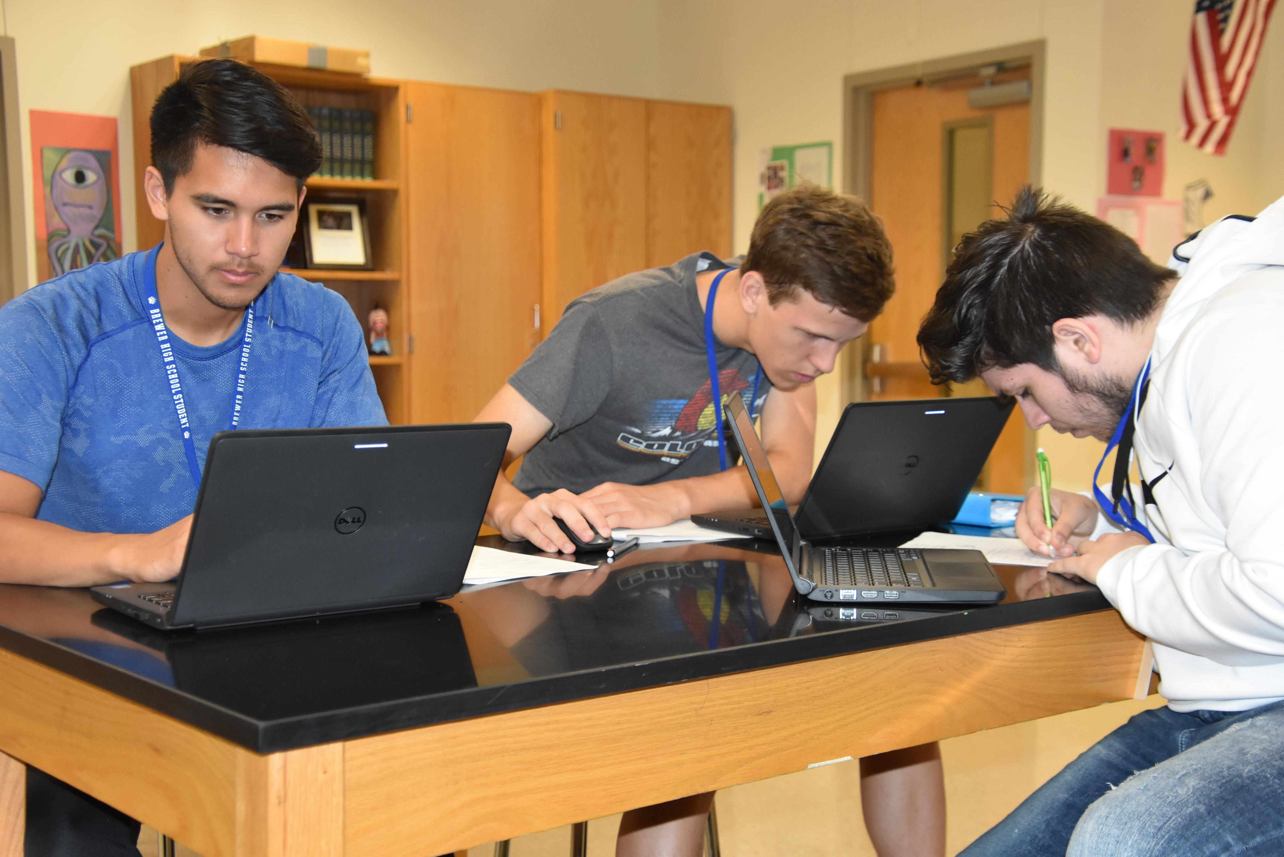 Brewer High School students in Randall Bradshaw's dual credit physics class use their Dell laptops to work on a computer-generated simulation and explore the relationships between electric fields, electric potential and distance from a source charge.