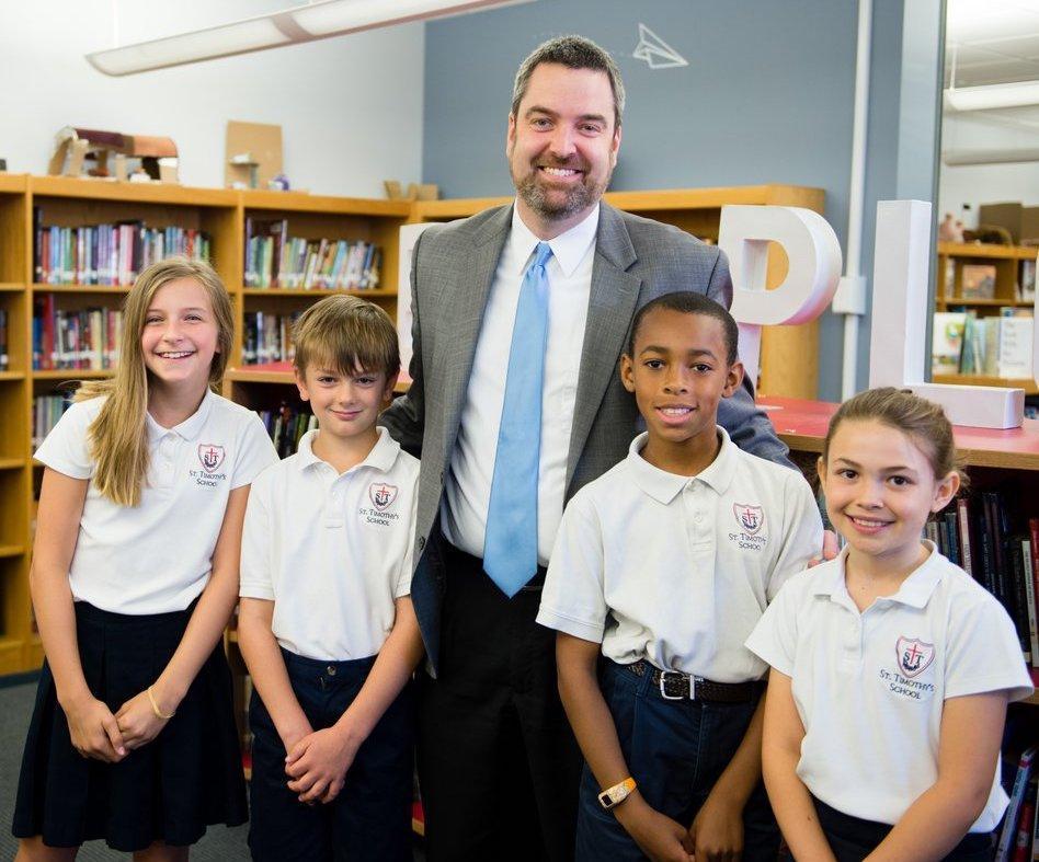Tim Tinnesz with students