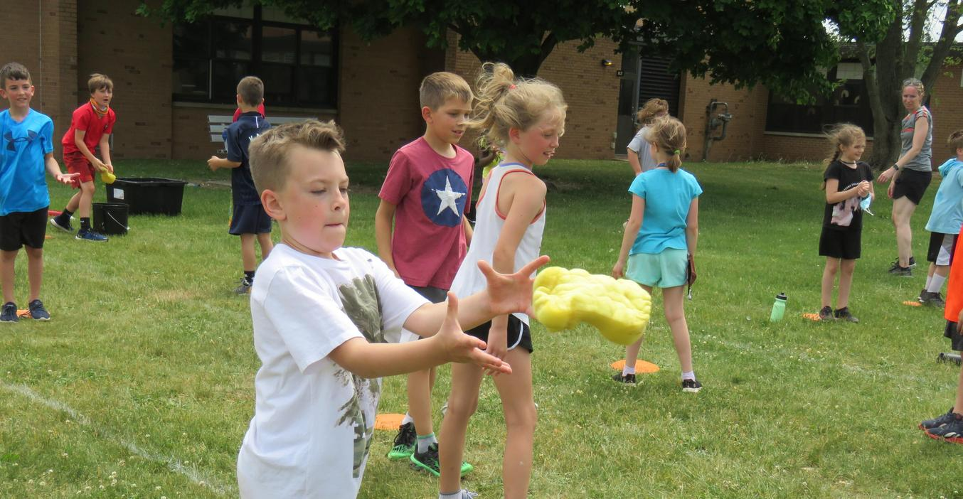 Lee students enjoy contests and games during field day.