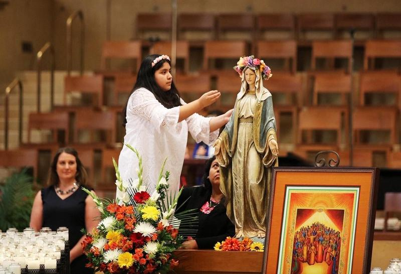 Chapel 6th Grader Crowns Mary at OLA Cathedral Featured Photo