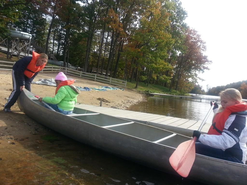Students going canoeing at 5th Grade Camp
