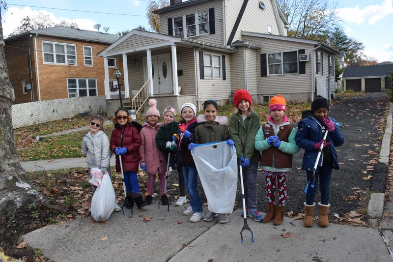 2nd Grade NDA Girl Scouts Clean Up Forest Avenue! Featured Photo