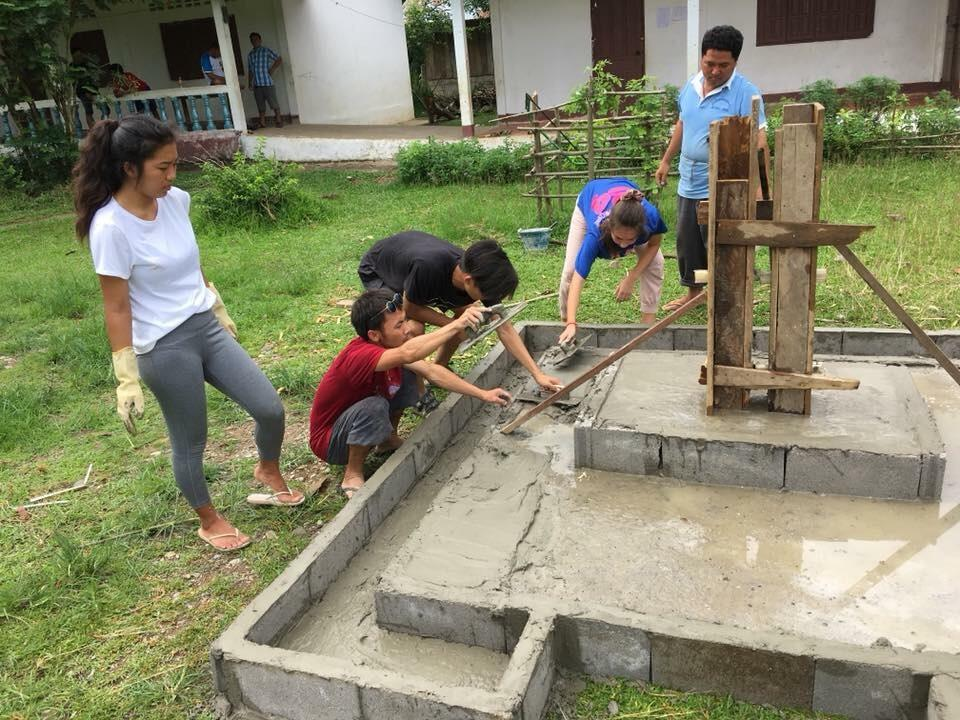 Students building a flagpole