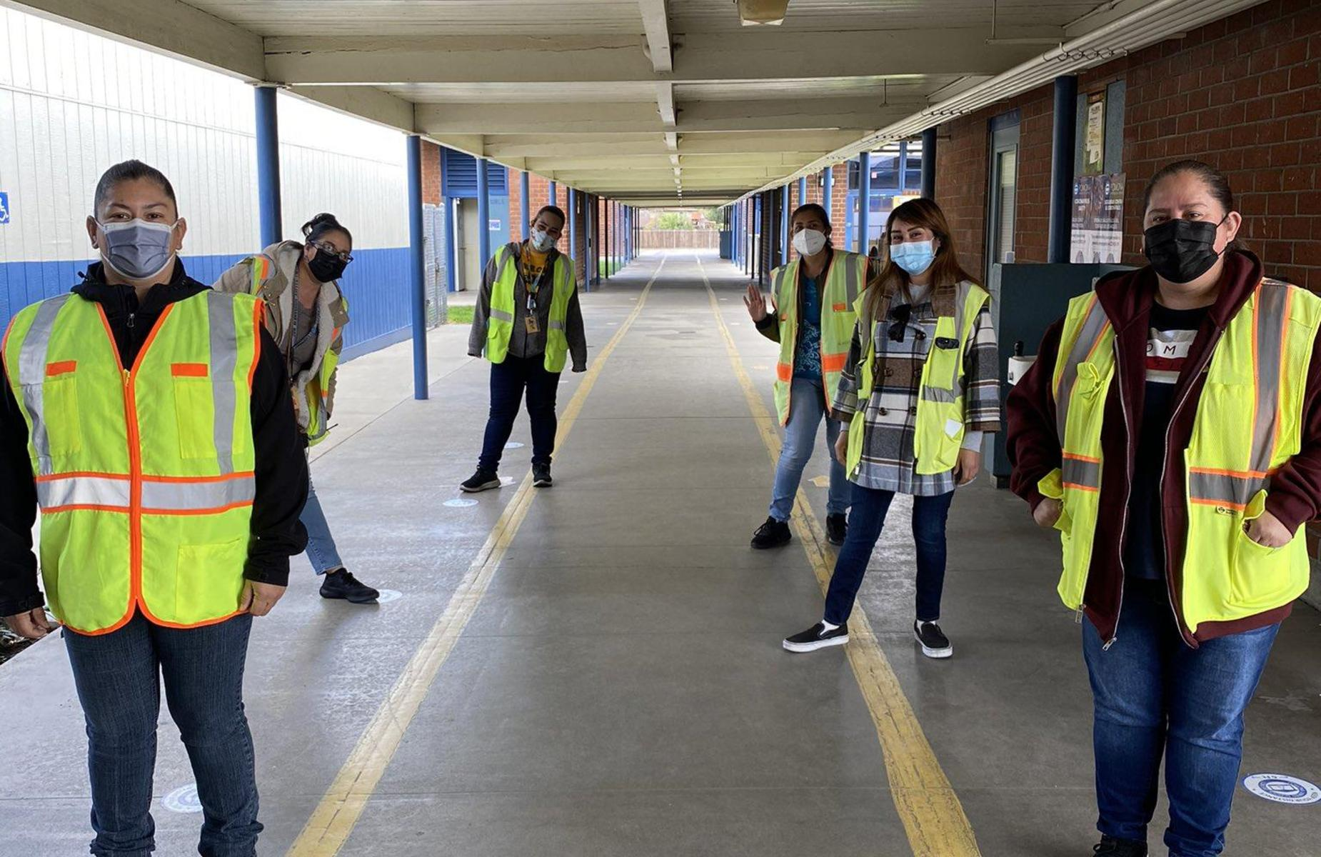Arroyo Panthers are back in school! Campus Supervisors are making sure our Panthers practice safety and are prepared by distributing PPE. We appreciate our frontline heroes! @arroyoPUSD #proud2bePUSD #CSEA #safetyfirst https://arroyo.pusd.org/apps/pages/signage