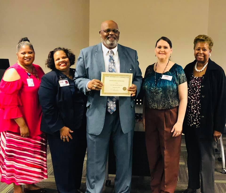 Dr. Melvin Getwood receives appreciation from PTA Board