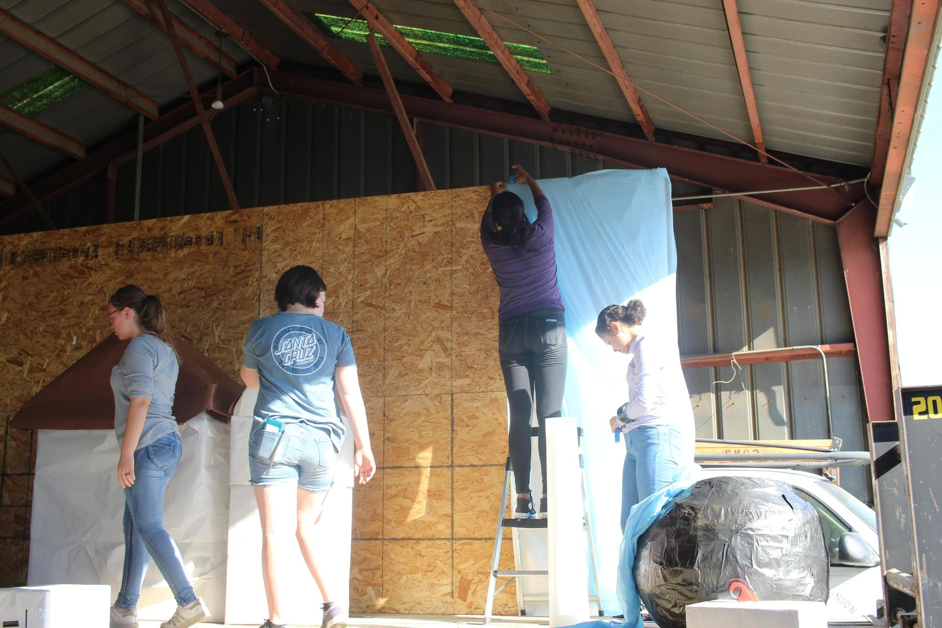 Homecoming float building