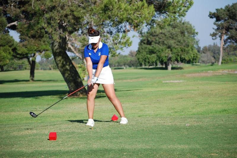 Girls' golf slips Huntington Beach Oilers Featured Photo