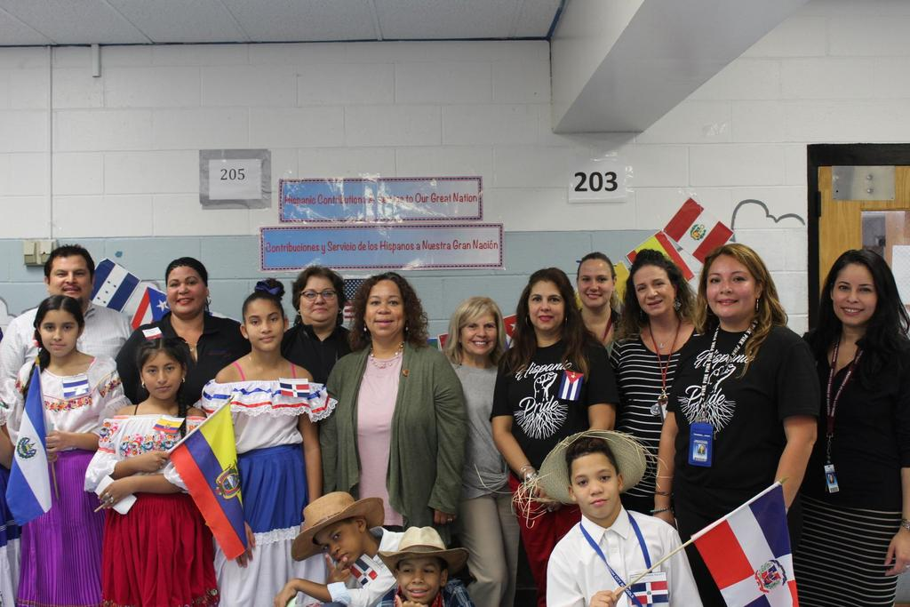 group of students with supervisor hurtado, Mrs. Rojas, District Supervisor Garcia and Mrs. Carmen