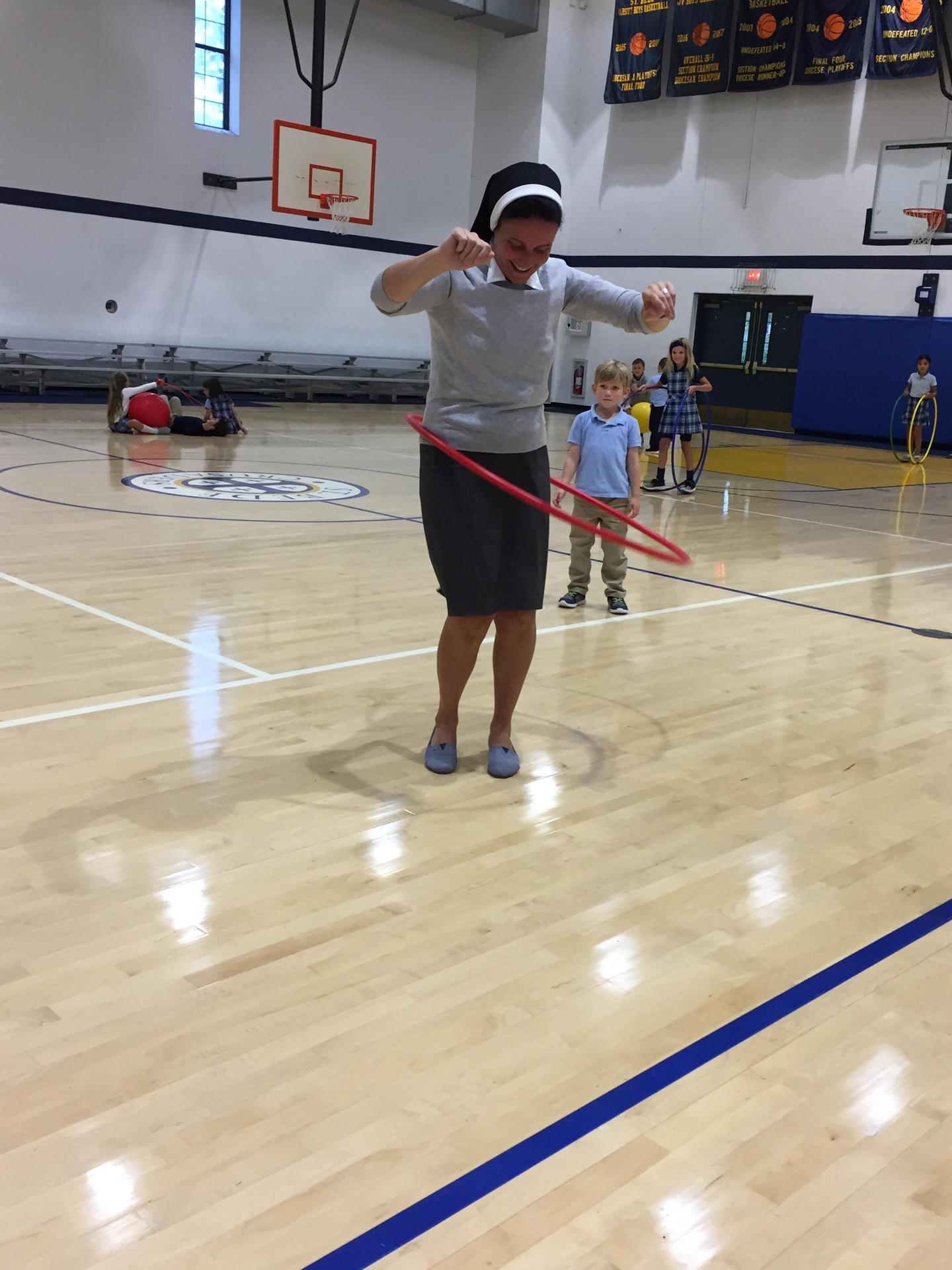 Principal hoola hoop