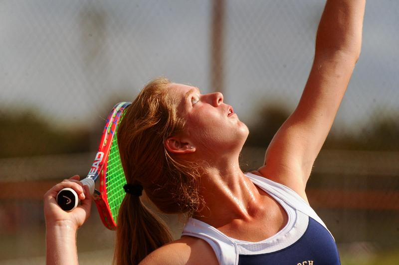 pic of Laura Greb playing tennis