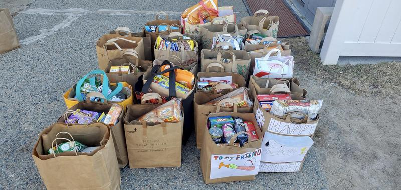 Third Graders Fill-A-Bag for Centre St. Food Pantry! Featured Photo