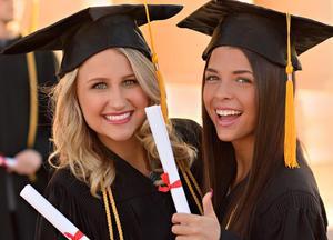 Graduation-photos-2-girlfriends.jpg