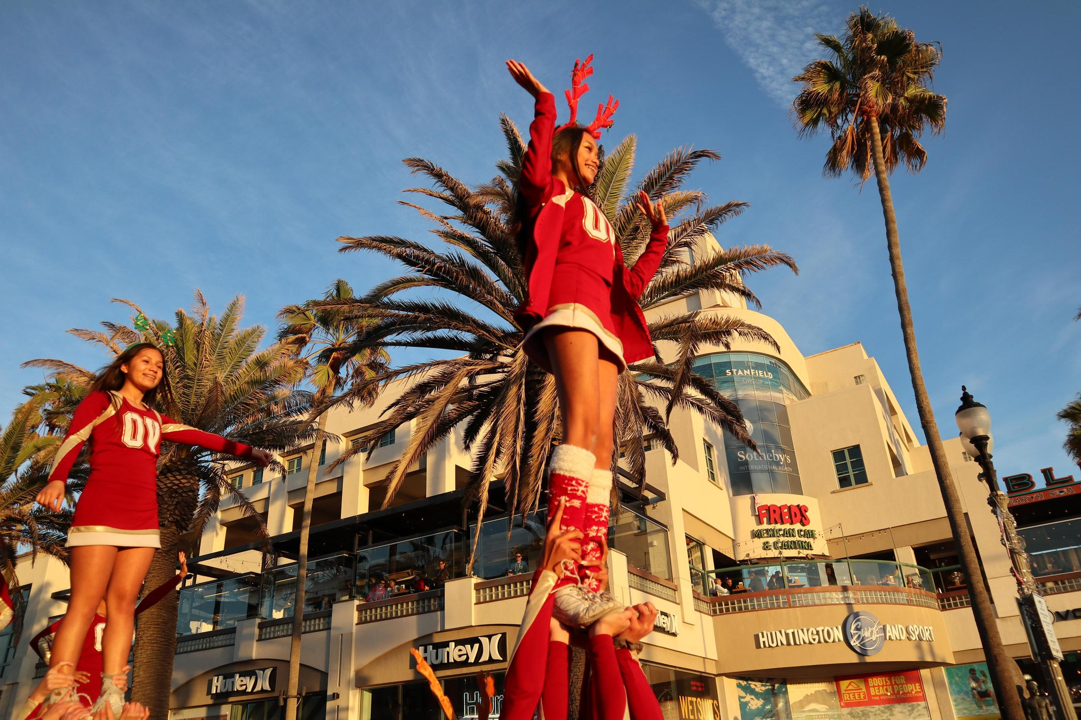 HB Holiday Parade: Up High