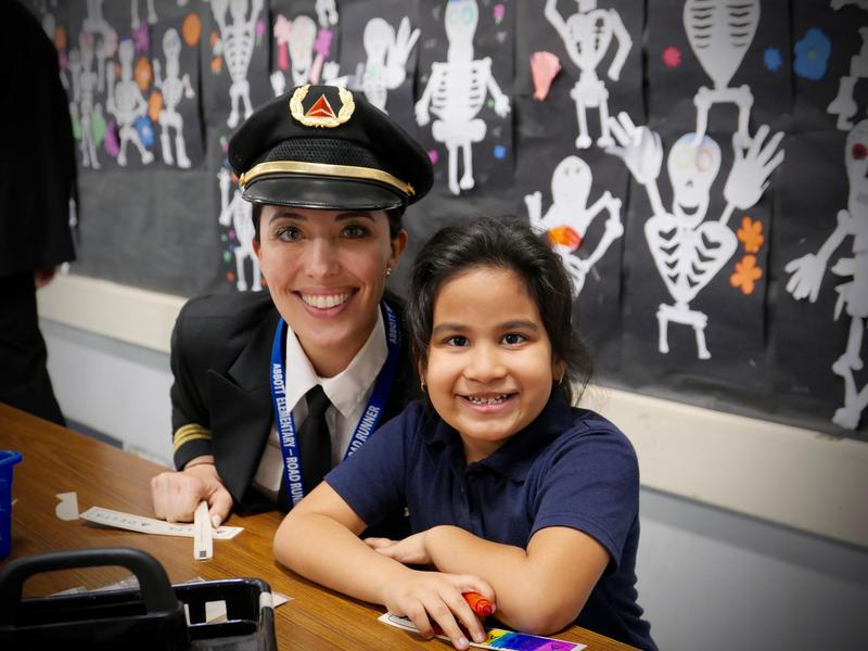 Delta Airlines, Celebrity Guests Bring Gifts and Holiday Cheer to Lynwood Unified Elementary Students Featured Photo