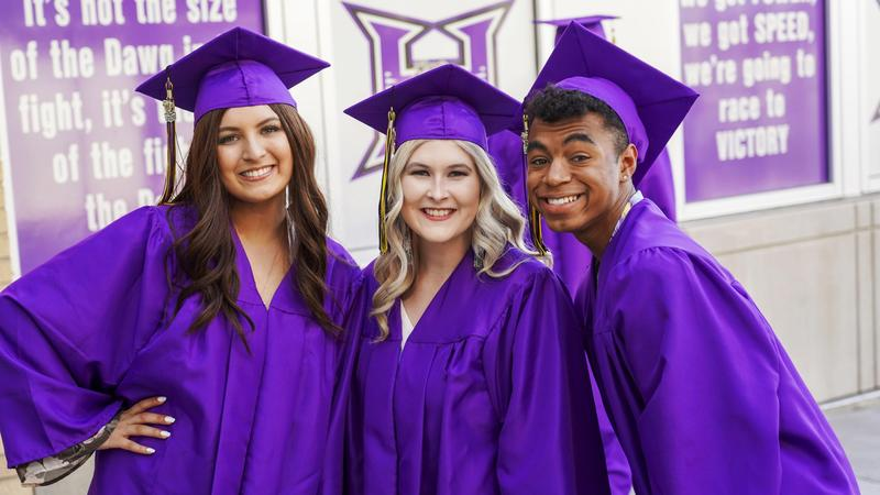 Hermiston sees a rise in graduation rates/Hermiston ve un aumento en el índice de graduación Featured Photo