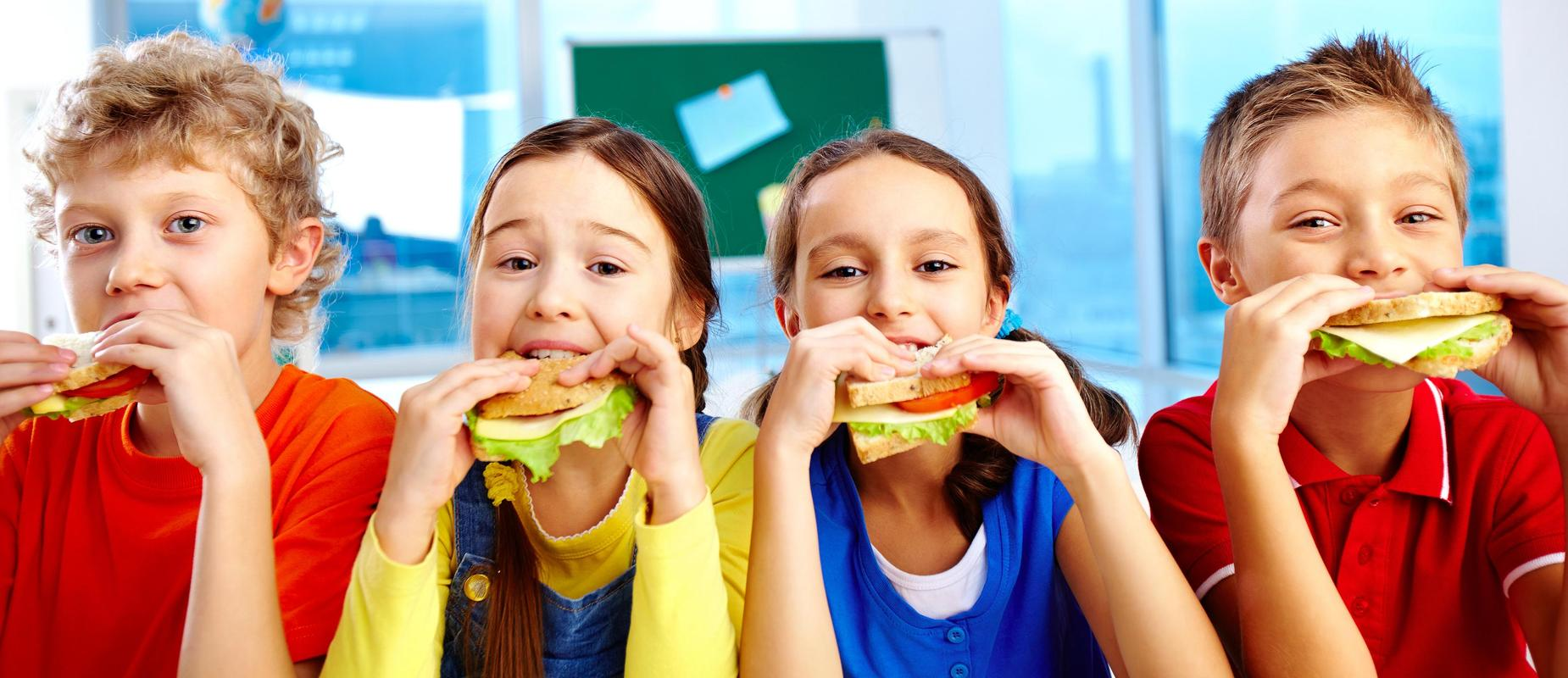 Kids eating a sandwich