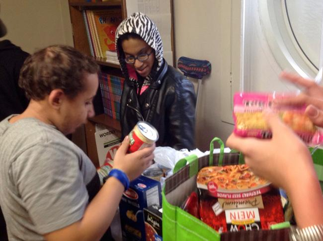 students collecting food for drive