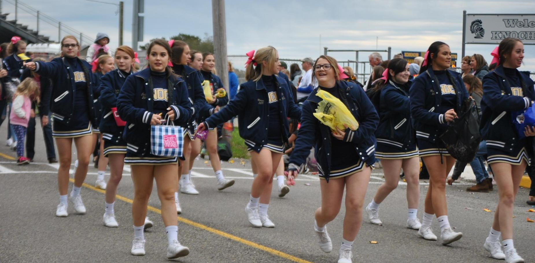 Knoch Cheer Squad in parade