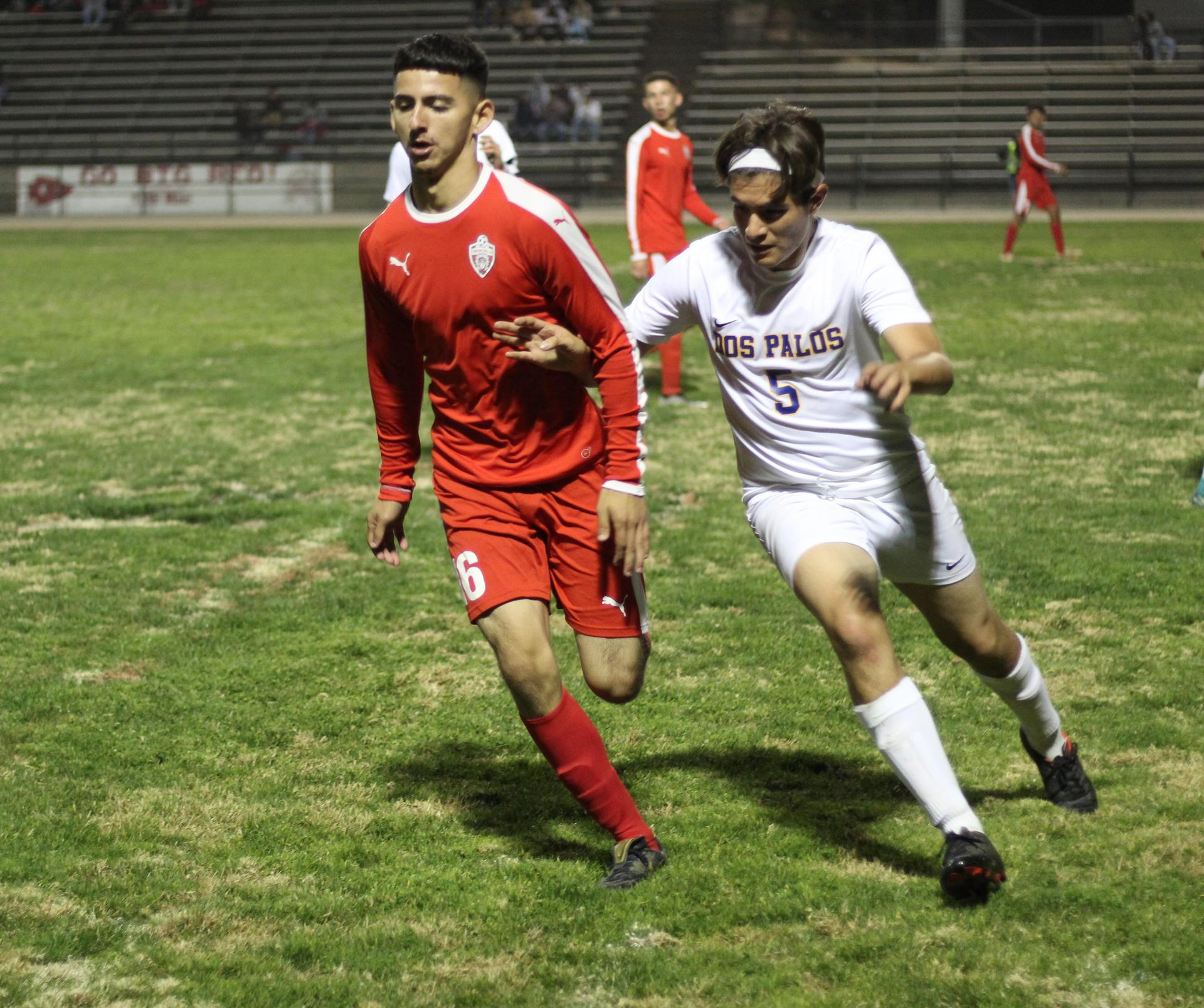 Christian Fernandez running to ball