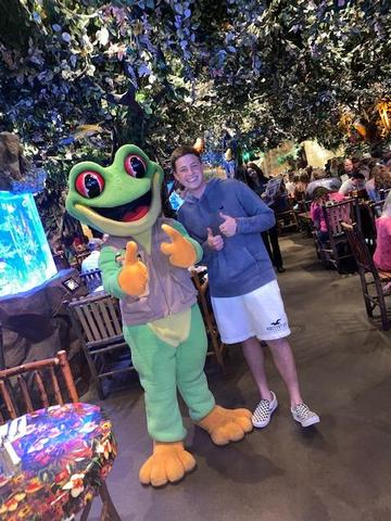 Brandon and the Rainforest Cafe frog