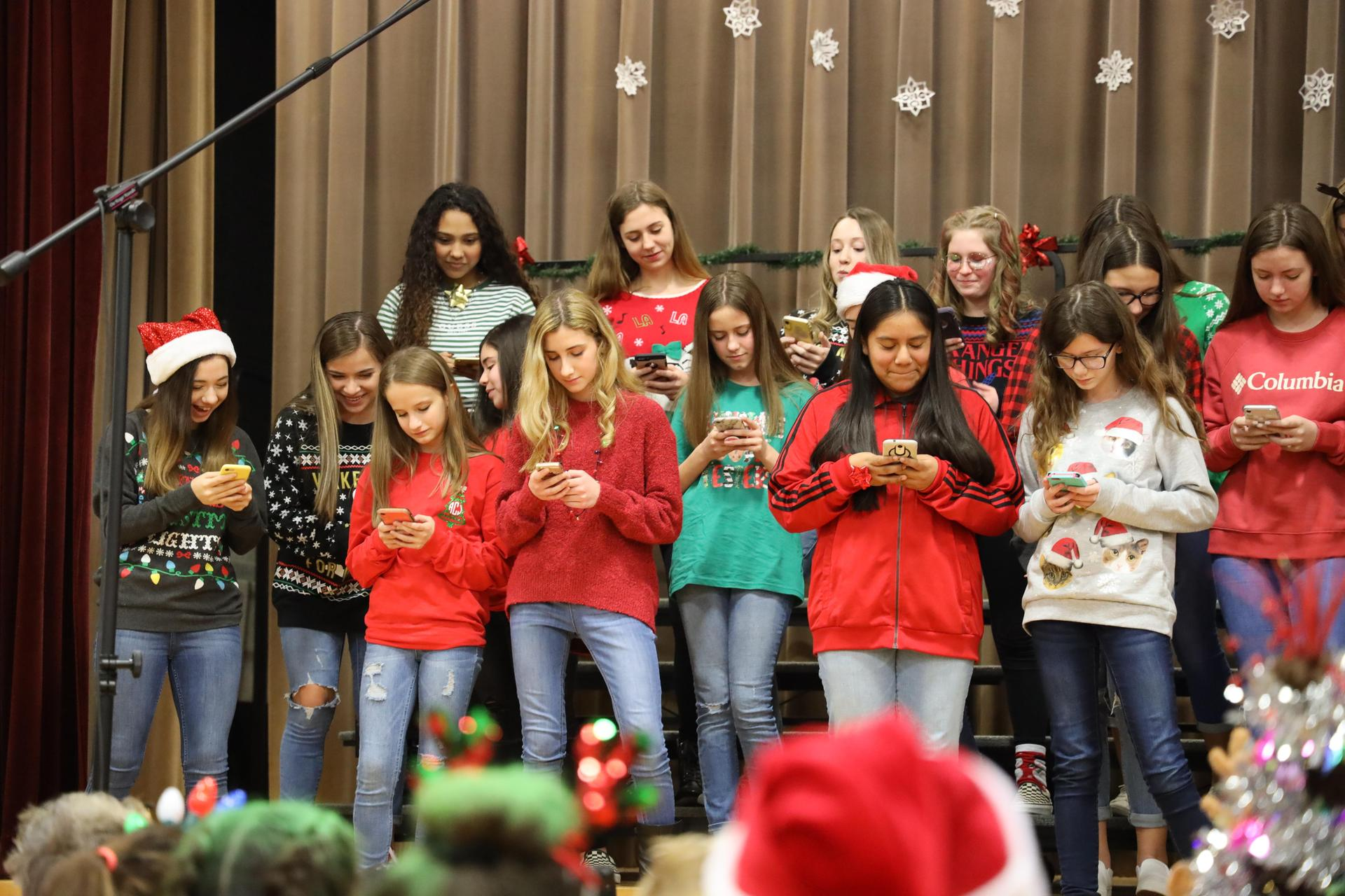 Fairmont Junior High fine arts students perform at Fairmont ElementaryFairmont Junior High fine arts students perform at Fairmont Elementary