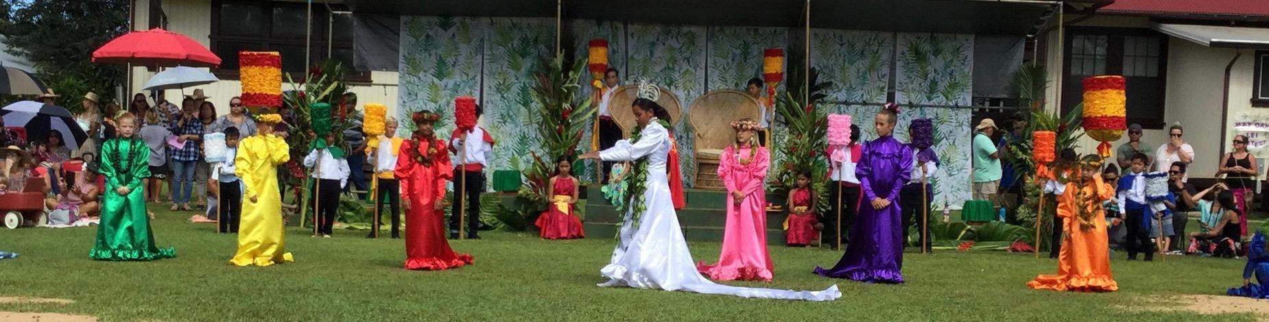 Queen Taylor dances!