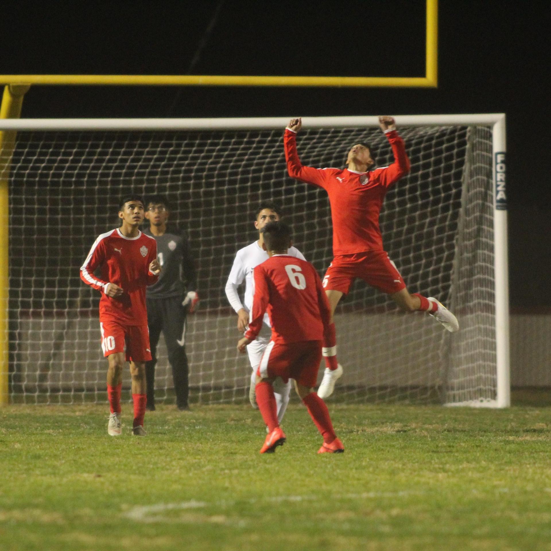 Edgar Campos scoring a goal