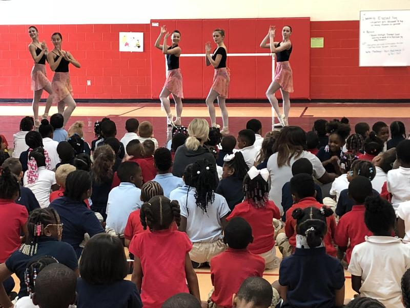 Cincinnati Ballet demonstrates moves at the Elementary School