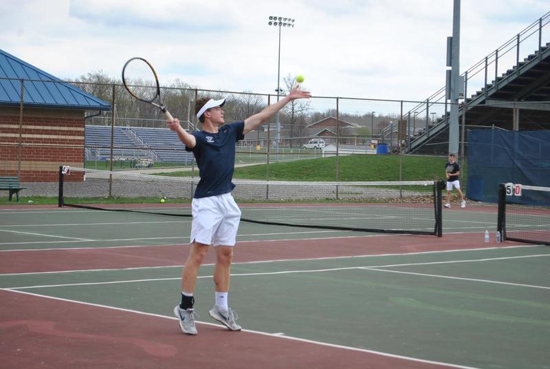 Pic of Josh Goldscheitter playing tennis