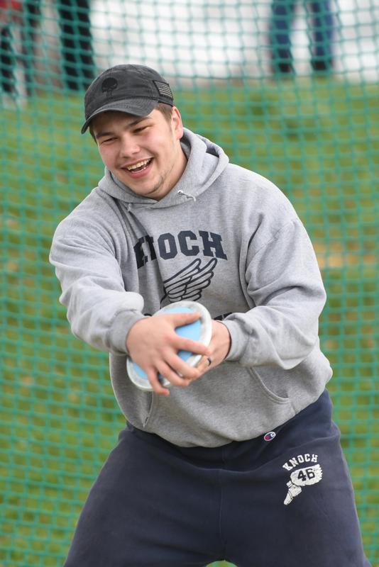 Pic of Dalton Reed throwing discus