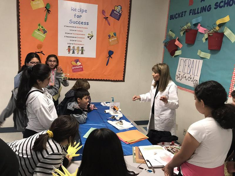 Armstrong Elementary celebrated Digital Learning Day 2020 in a BIG way w/ Family STEAM Night! A packed house w/ DRHS Robotics Club, #PUSDEdTech, Board Member Dr. Perlman & more supporting Armstrong staff! #DLday2020 #PUSDEdTech