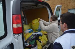PJ Student loading turkey Food Drive