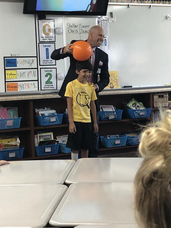 Aaron Perlman in a third grade classroom.
