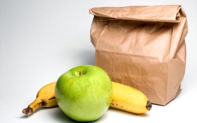 Lunch bag and fruit