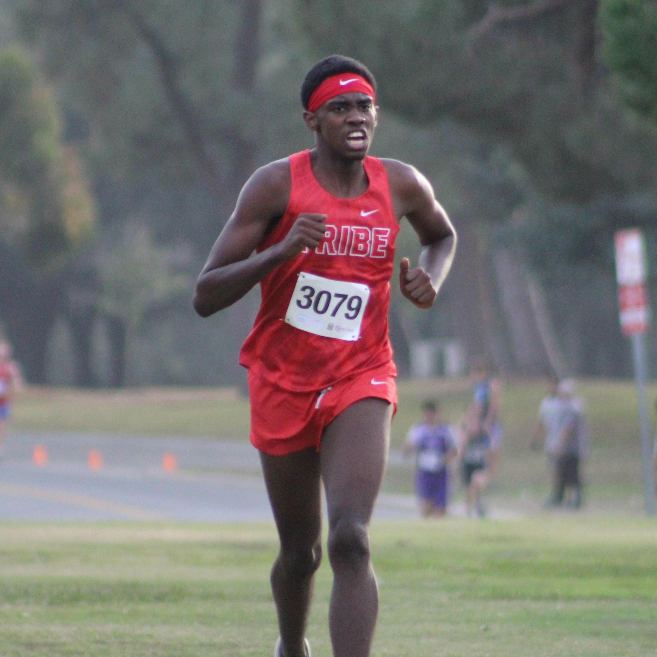 Dajon Davison running towards finish line