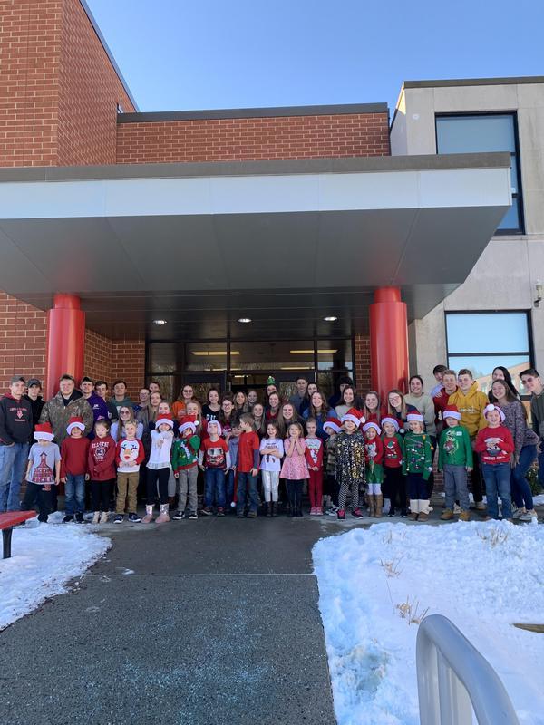 Seniors and Kindergarten students 4