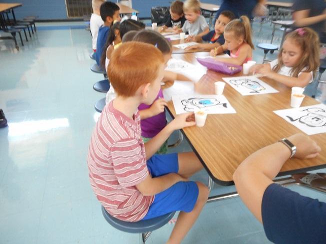 Alt Kindergarten students working together