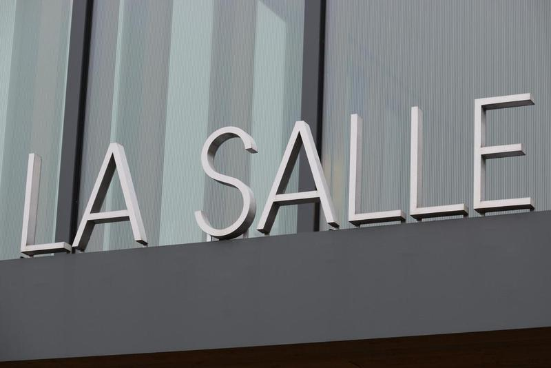 photo of La Salle sign at school