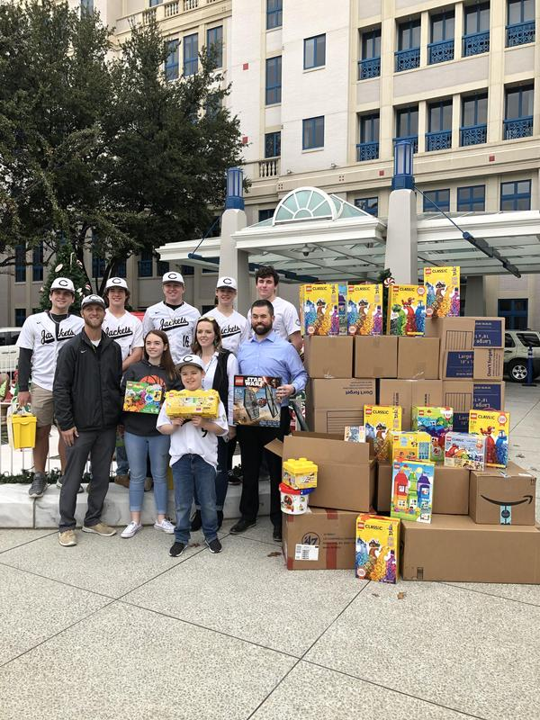 Yellow Jackets baseball team joins with Nelson family in delivering Legos to Cook Children's