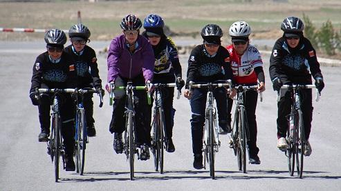 Shannon Galpin cycling with Afghan women