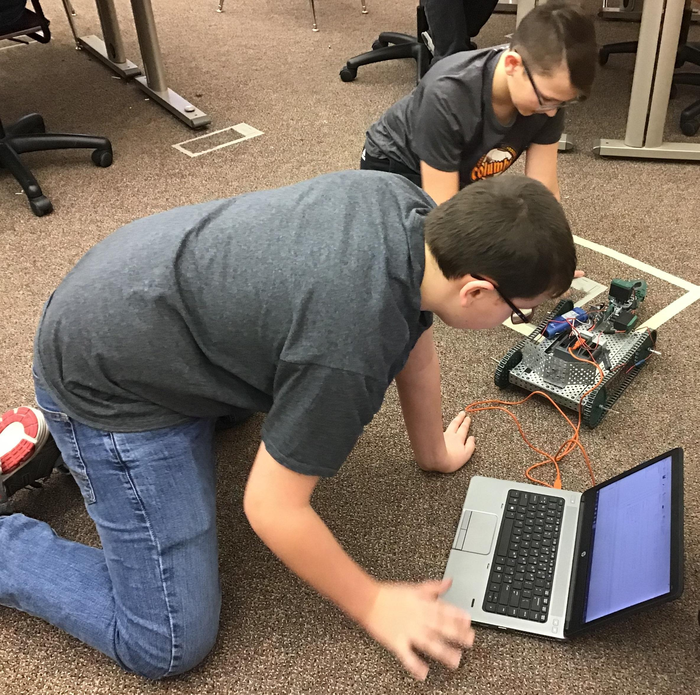 SCMS Students Programming with Vex Robotics