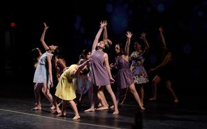 modern dance ensamble