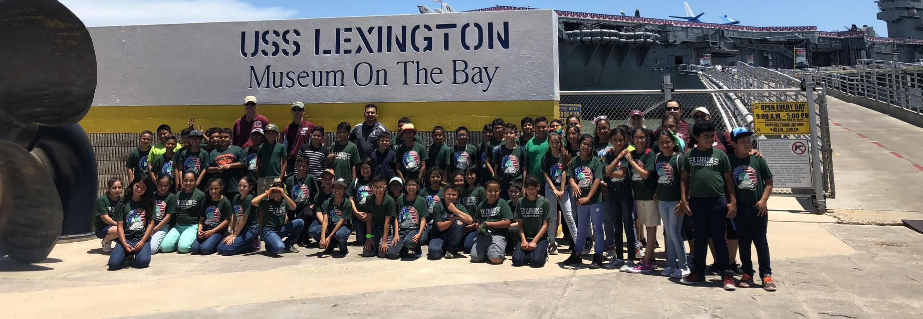 4th grade class picture in front of lexington