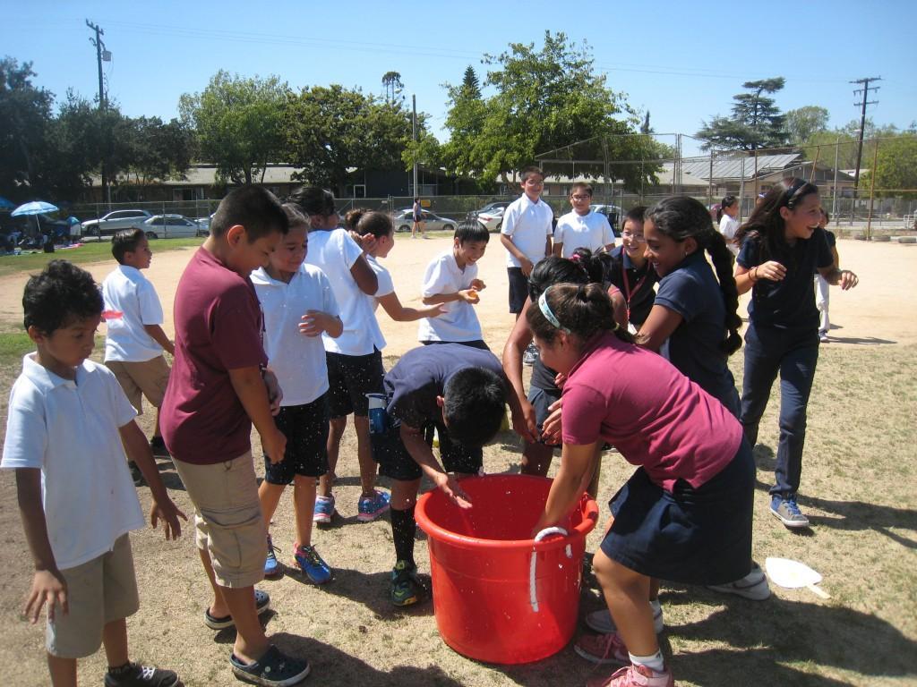 Students grabbing balloons at PTA/ASB Community Building Picnic